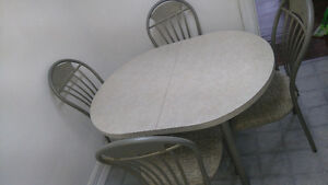 Moving sale: Kitchen table and 4 chairs