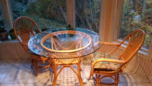"Round 42"" Glass Wicker Table 4 Swivel Chairs"