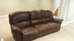 Beautiful Leather Couch for sale in Oshawa Ontario.