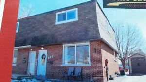 Available for Rent a 3 bedroom semi detached house in Oshawa