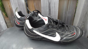 Nike Full Grain Leather Soccer Cleats US 11.5 Great Condition!!!