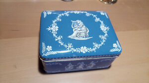 Various antique and vintage collectable tins and boxes