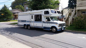 Motorisé Classe C Royal Coach 27 pi Rare 2 essieux arriere