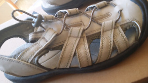 ALPINE SHOES, SIZE 6. HIGH QUALITY. WORE ONCE