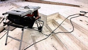 Hardwood and Laminate Flooring Specialist