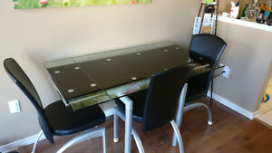 Glass extendable table with 4 chairs
