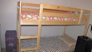 Almost New! Bunk bed frame, pine with Mattress