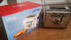 Mickey Mouse Mornin' Musical Toaster VillaWare Vintage LIKE NEW