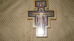 VINTAGE BEAUTIFUL HAND CRAFTED & SIGNED WOODEN CRUCIFIX AAA+ Kitchener / Waterloo Kitchener Area image 1