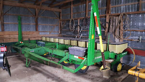 "John Deere 7000 11 row 22"" planter"