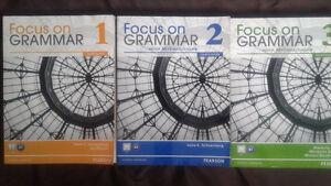 3 manuels d'anglais PEARSON  à 40$