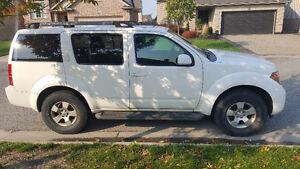 2005 Nissan Pathfinder SUV, Crossover