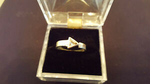 925 SILVER RING WITH TRIANGULAR STONE