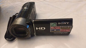 ***Price Update - LIKE NEW - SONY HANDYCAM (HDR-CX130) Camcorder