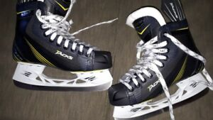 Boys ccm skates. Tacks 3052 Jr. Size 5 Used one winter