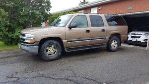 2004 Chevrolet Suburban SUV, Crossover