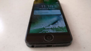 iPhone 5 Factory Unlocked 32 GB Mint Condition and new battery
