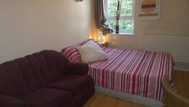 MILE END ::: DOUBLE ROOM AVAILABLE NOW!!!