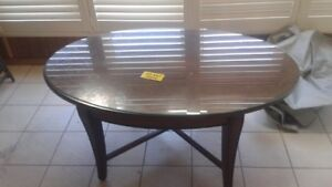 """4' Mahogony coffee table - oval. - 30"""" wide - 20.5"""" height"""