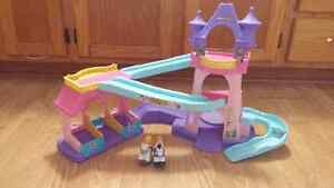 Little people galloping castle