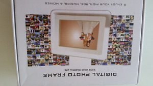 Digital Photo Frame with remote brand new