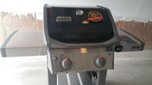 Weber Spirit II E-210 2-Burner Propane Gas Grill in Black