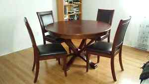 DINING TABLE W/CHAIRS / TABLE A MANGER A/CHAISES
