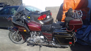 WANT THEM SOLD!!! DO NOT RIDE 2 GOLD WINGS + EXTRA PARTS Belleville Belleville Area image 1