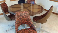Vintage Dinette Set with table & 4 chairds
