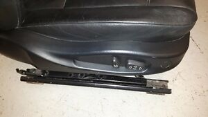BMW 3 series e46 Black leather front passenger only seat. Sedan Windsor Region Ontario image 2