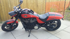 2011 VICTORY HAMMER S RED/BLACK MATTE ONLY 6000 KMS.