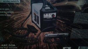 Soudeuse portative CARIARC 90A neuve. Fonctionne sur le 110-120