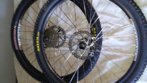 """Wheels 26 """" .9 speeds back. And. Front whit the tires"""