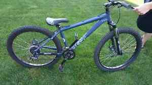 Devinci Hucker vélo dirt bike