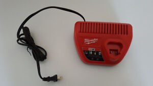chargeur milwaukee m12