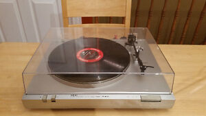 Vintage AKAI Turntable (made in Japan) in good working condition
