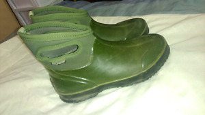 Ladies Bogs boots size 9