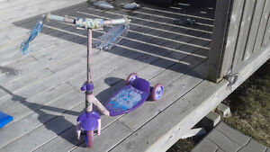 Princess scooter with three wheels