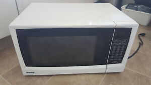 Danby 1.1 cu. ft. white capacity microwave DMW1110WDB in Estevan