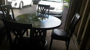 Kitchen Table and Matching Leather Chairs
