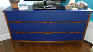 VINTAGE SOLID WOOD CREDENZA MADE BY KAUFMANN COMPANY