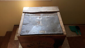 I have a 1894 Tea Chest for sale Kitchener / Waterloo Kitchener Area image 2