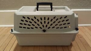 HARD SIDED PET CARRIER / KENNEL / CRATE by PET TAXI