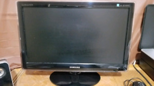Samsung computer Monitor and HP Wiress 4 in 1 printer