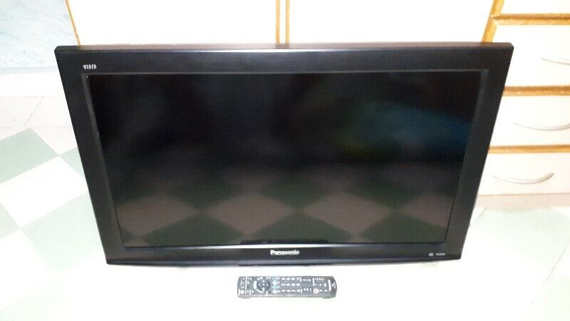 VERY GOOD WORKING QUALITY COLOUR OF PANASONIC TH-L32C2S 32 INCH LCD TV.