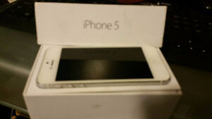 LIKE NEW IPHONE 5 (NEW CONDITION) with BOX, Charger/Headphone