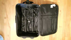 18'' Carry on luggage / valise LACHINE West Island Greater Montréal image 2