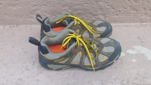 MERRELL MEN HIKING TRAIL SHOES SIZE 9