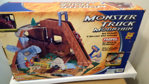 MONSTER TRUCK MOUNTAIN PLAYSET WITH PLAYMAT not opened complete