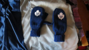 Toronto Maple Leaf Mitts Medium thumbs cut
